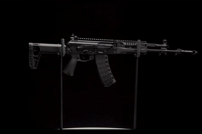 Обновленный автомат АК-12 показали в подробностях на видео