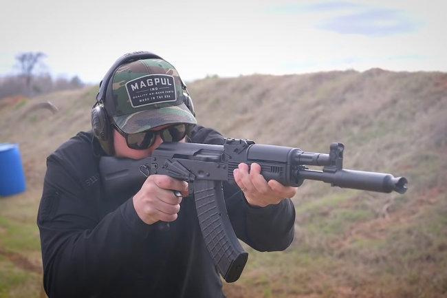 """""""Интересный зверь"""": точность и надежность АК-104 поразили стрелка из США"""